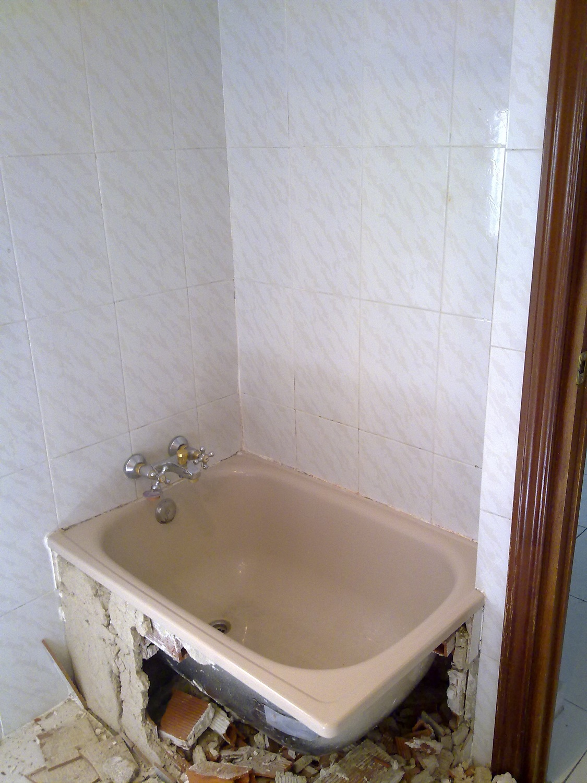Cambio ba era por plato de ducha de cremar levante s l en for Colgadores de toallas para ducha